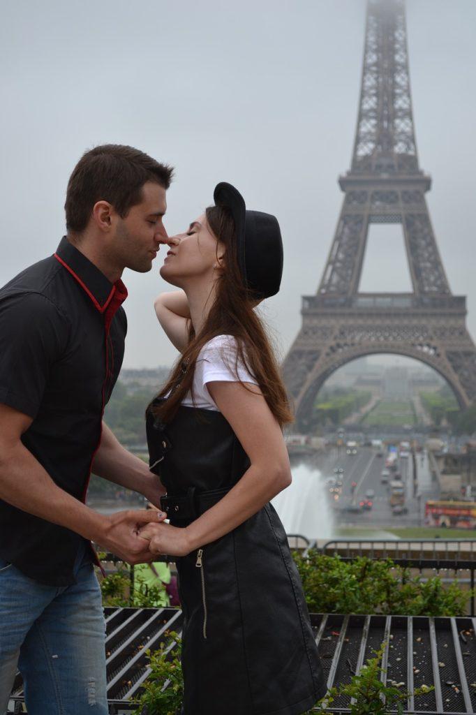 Qual a viagem ideal para cada perfil de casal: Paris é para os apaixonados
