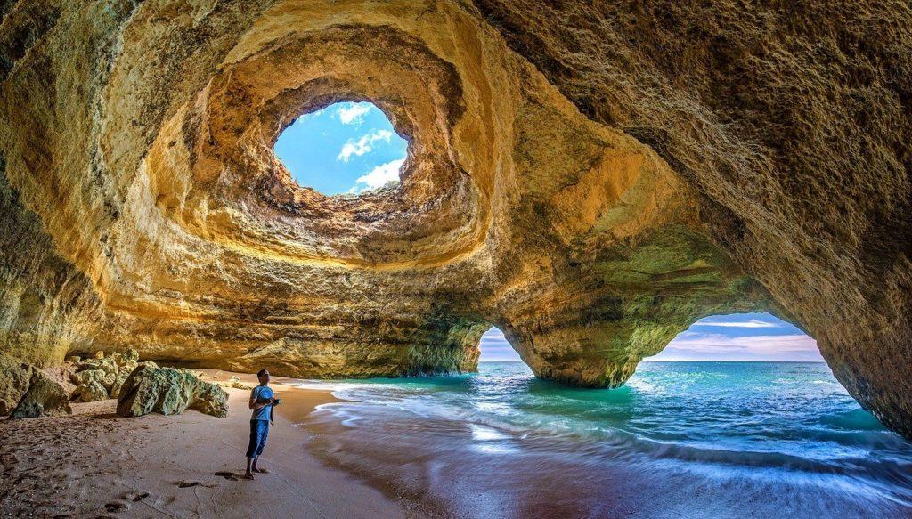 A Caverna de Benagil está na lista de verão sobre qual melhor época para visitar Portugal