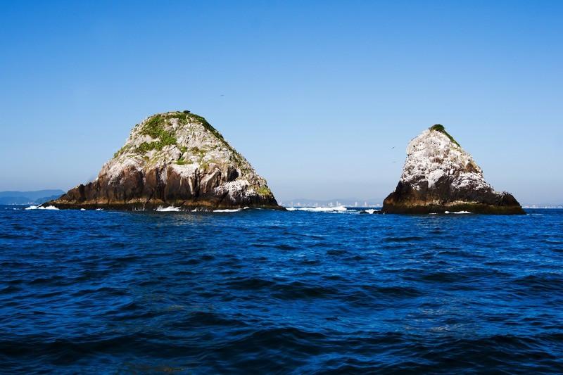 Balneário Piçarras tem ilhas e praia com Bandeira Azul