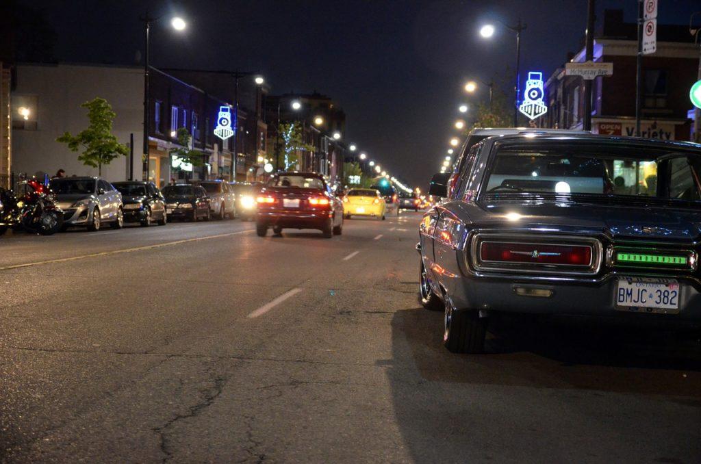 Programas noturnos são possíveis e se riscos porque Toronto é uma cidade mega segura