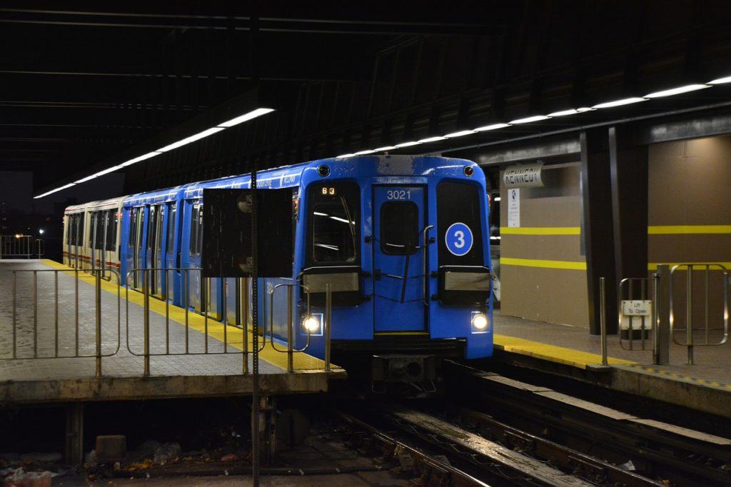 O transporte público é muito bom e você poderá conhecer praticamente toda Toronto com ele.