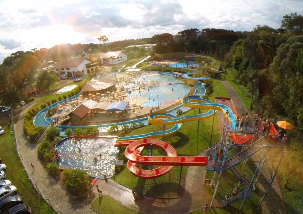 Nos meses de calor o parque aquático é uma das atrações de Treze Tílias