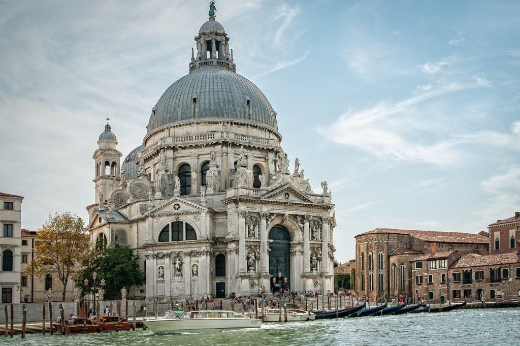 Arquitetura histórica faz parte do dia a dia desta cidade italiana