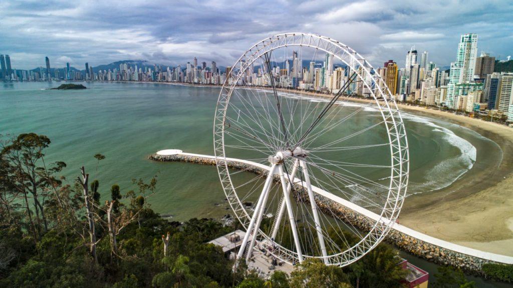 A FG Big Wheel é o grande atrativo que vem coroar a Barra Norte em Balneário Camboriú