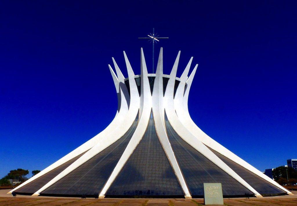A Catedral de Brasília deu o maior prêmio de arquitetura do mundo a Oscar Niemeyer