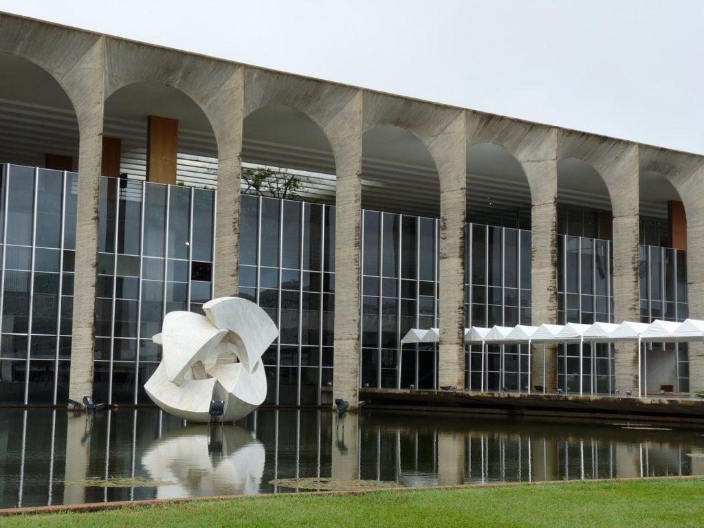 O Itamaraty tem uma sede aberta ao público e todos os elementos são inteiramente nacionais