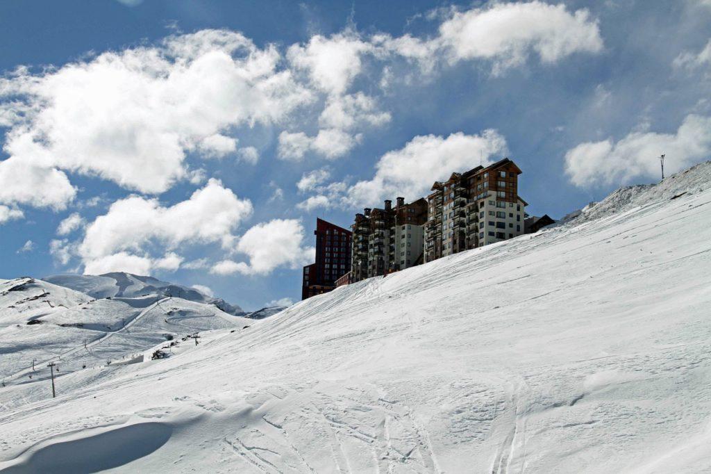 O Valle Nevado fica próximo a Santiago e há passeios saindo da capital para lá