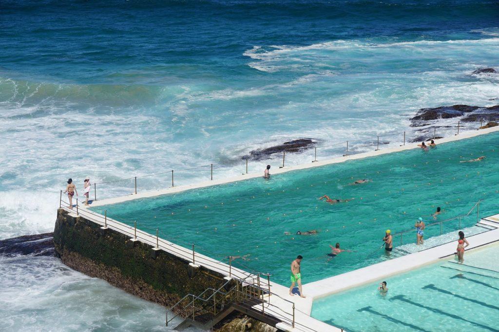 As piscinas construídas do lado das praias estão na lista de quais as melhores atrações de Sydney