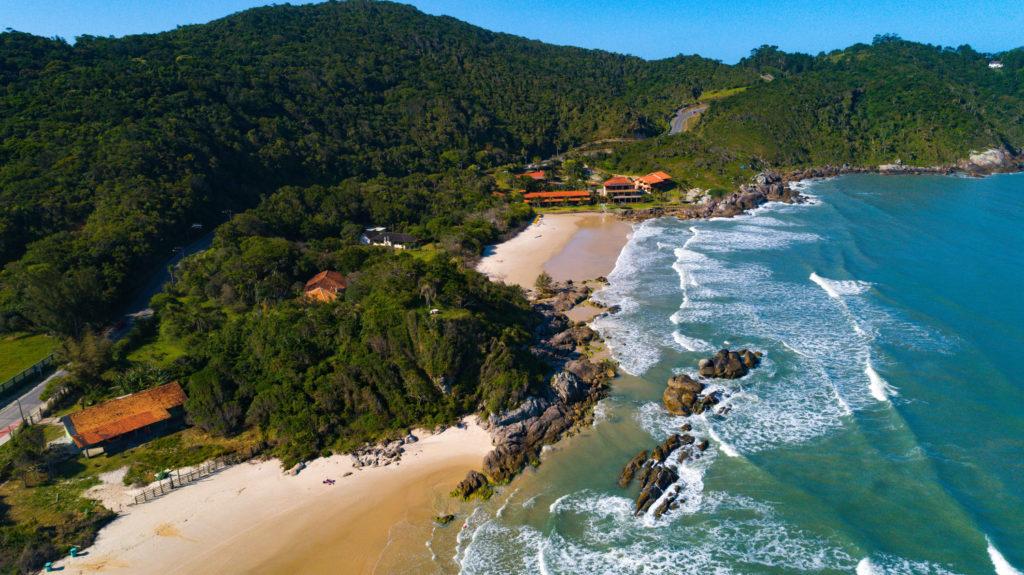 Bombinhas tem várias praias na lista do que conhecer no litoral de Santa Catarina