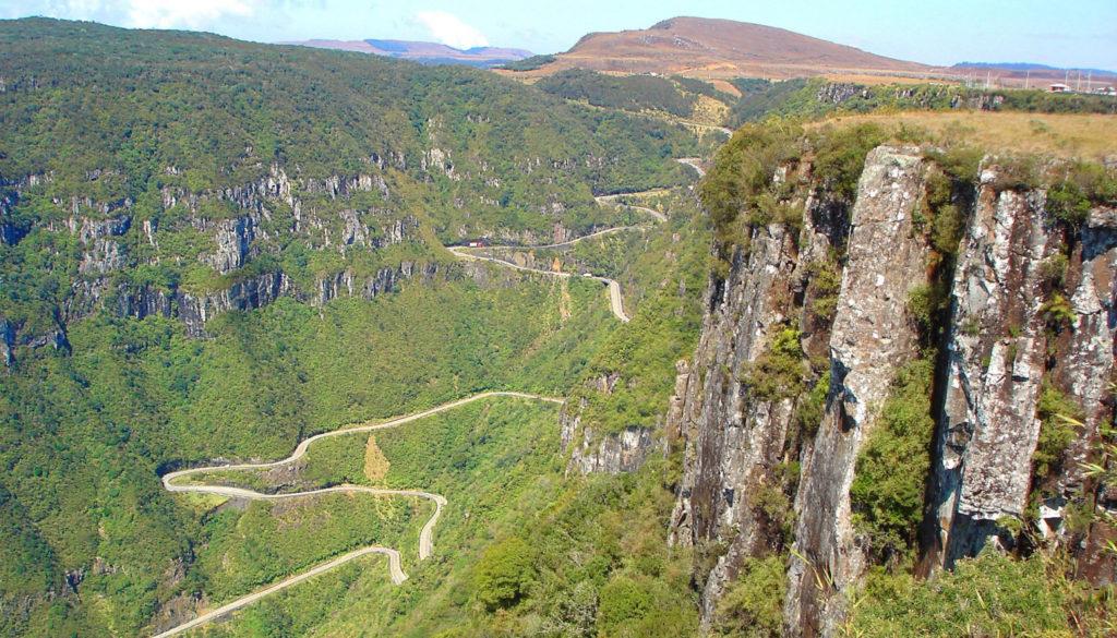 A Serra do Rio do Rastro e sua estrada sinuosa está entre o que fazer em Lauro Müller SC