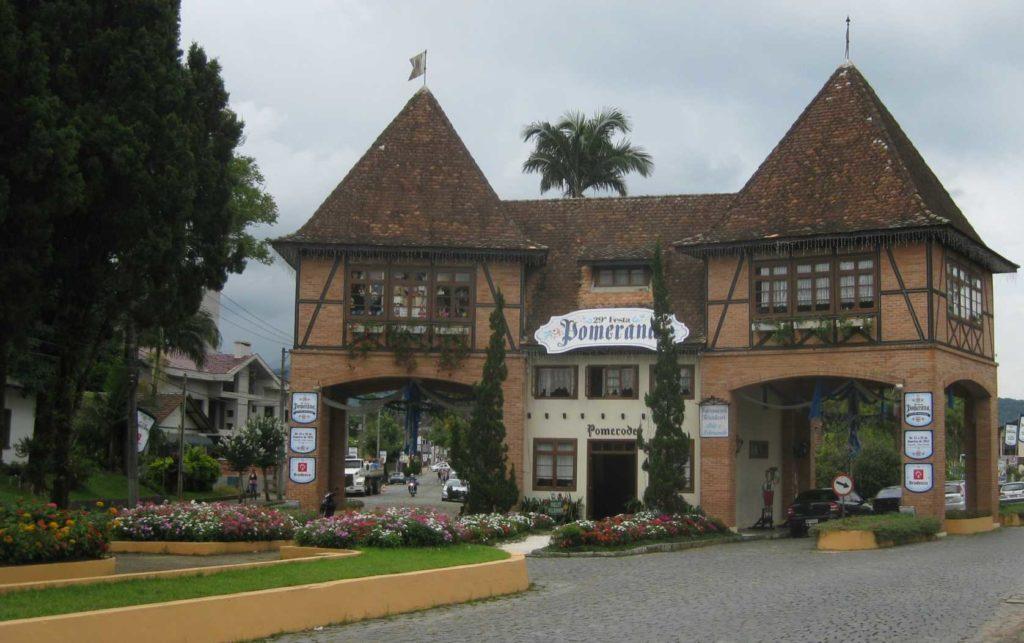 Pomerode é a cidade mais alemã do Brasil e recebe muitos visitantes todos os anos