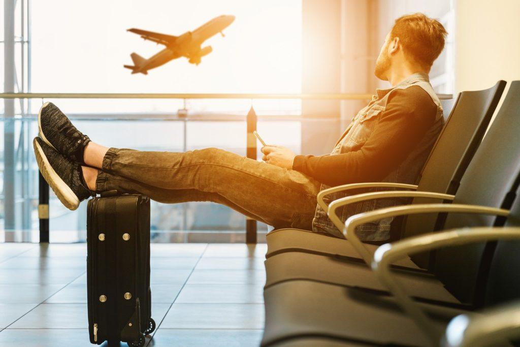 Definir o que levar na mala de viagem pequena é um exercício importante para uma viagem sem problemas