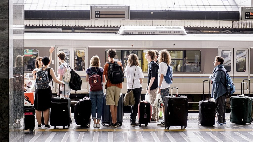 Quem viajar muito já está acostumado a carregar apenas o essencial na mala de viagem pequena