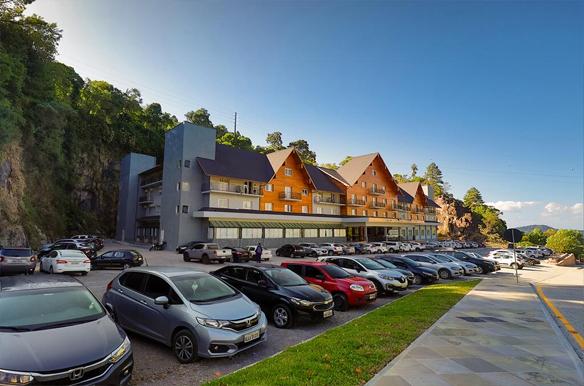 Hotéis estão espalhados por diferentes pontos da cidade e com isso você tem alternativas de onde se hospedar numa viagem a Gramado