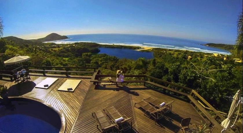 Solar Mirador fica na Praia do Rosa, em Imbituba, e também gera uma grande experiência