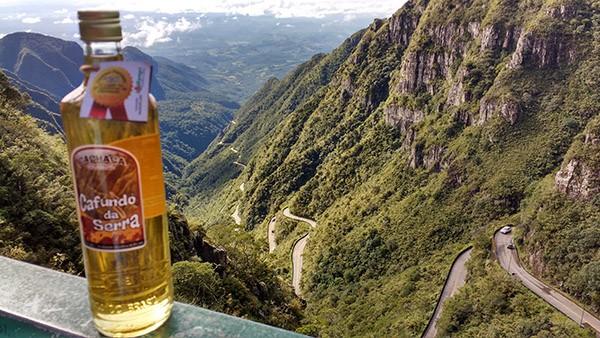 No pé da Serra do Rio do Rastro está a Cachaçaria Cafundó da Serra