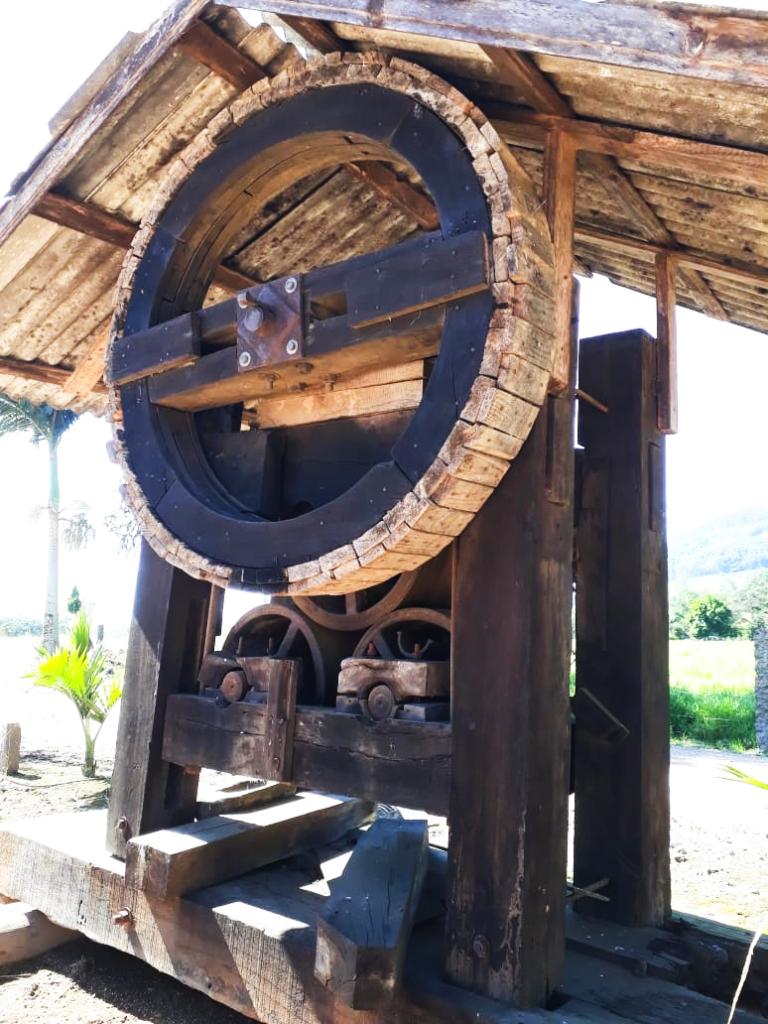 Os engenhos das cachaçarias premiadas ainda atuam de maneira artesanal em Santa Catarina
