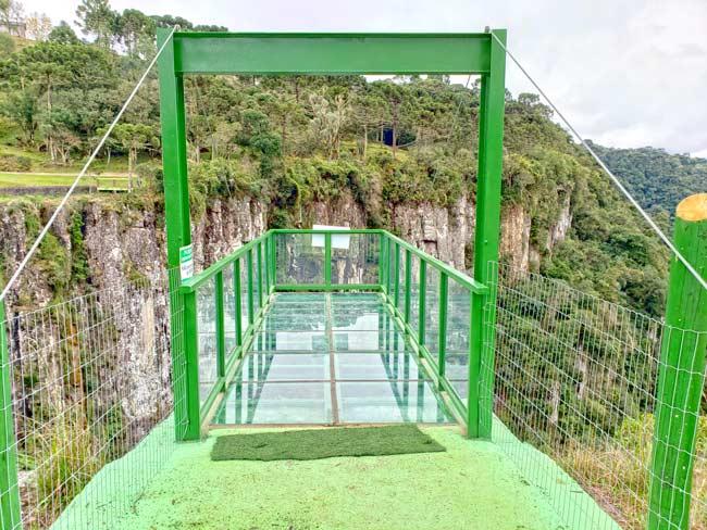 Existem duas plataformas de vidro em Urubici. Esta fica no Parque Queda do Avencal