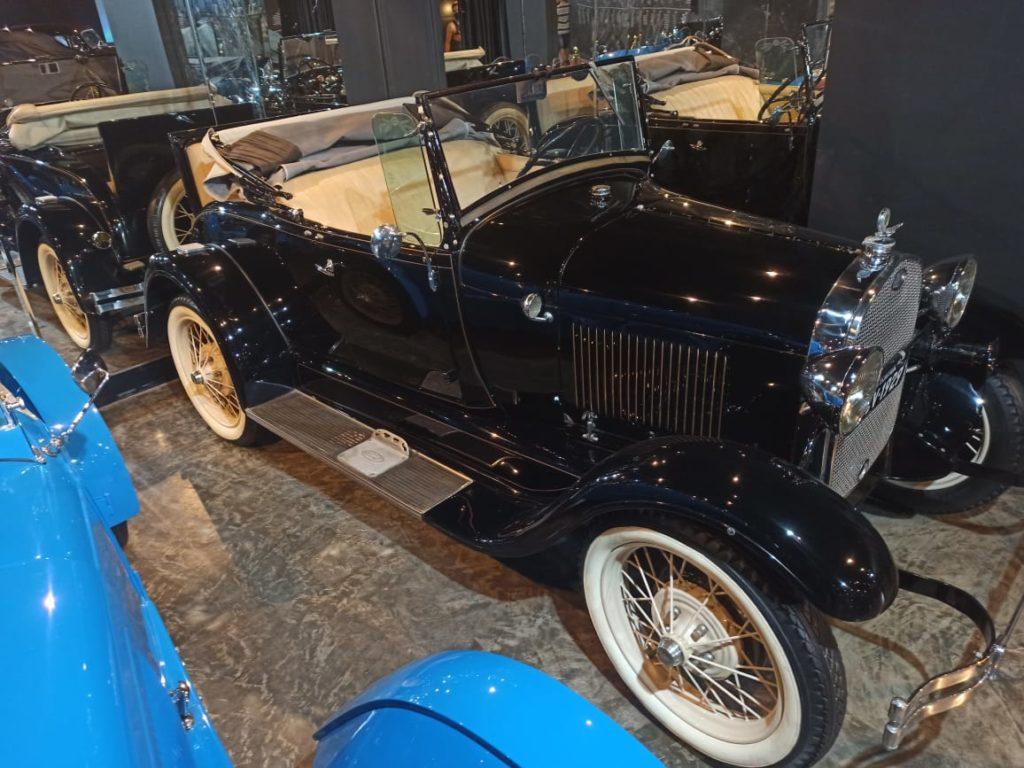 A coleção é grande no museu do carro de Balneário Camboriú