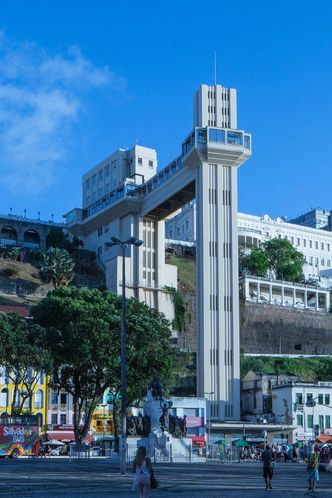 O Elevador Lacerda une a Cidade Alta à Cidade Baixa em Salvador