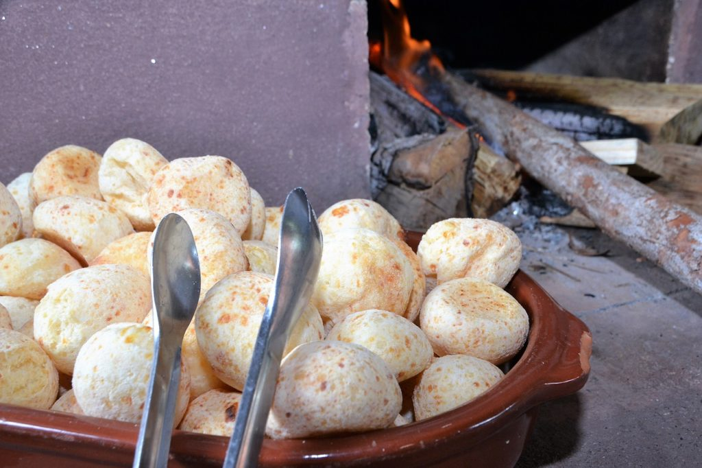 Quais as comidas típicas de Minas Gerais: pão de queijo, óbvio
