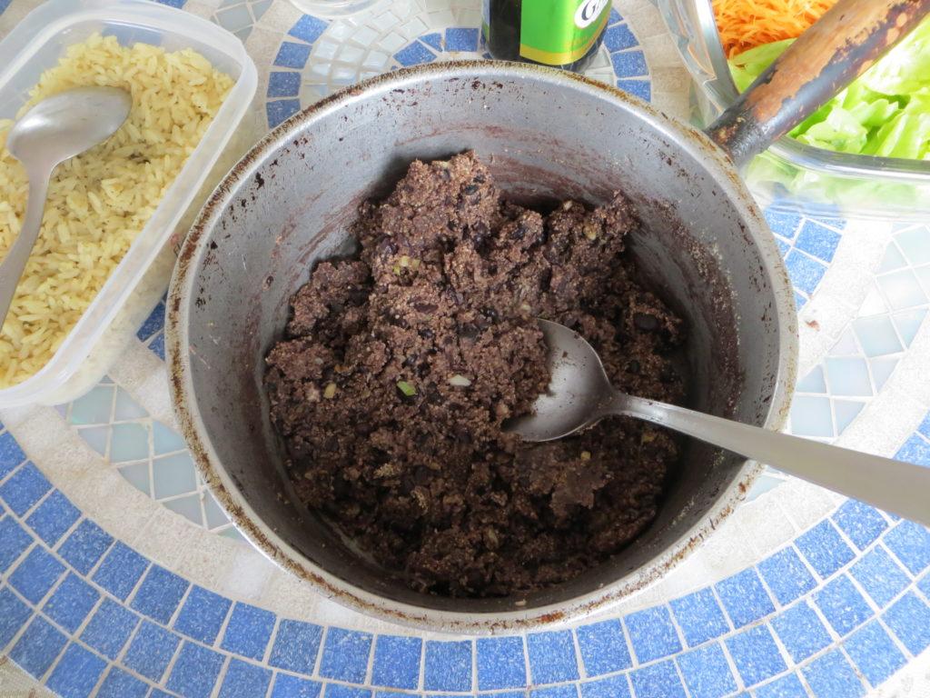 O tutu de feijão é outra iguaria que integra a lista de quais as comidas típicas de Minas Gerais