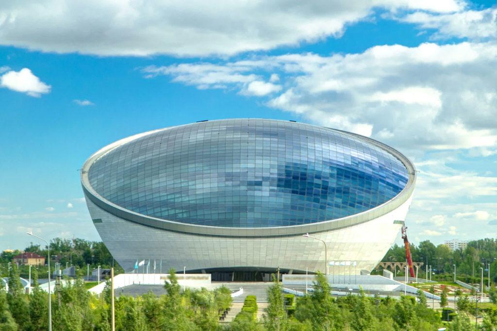 Obras modernas e arquitetura diferenciada são pontos turísticos de Astana, a capital do Cazaquistão
