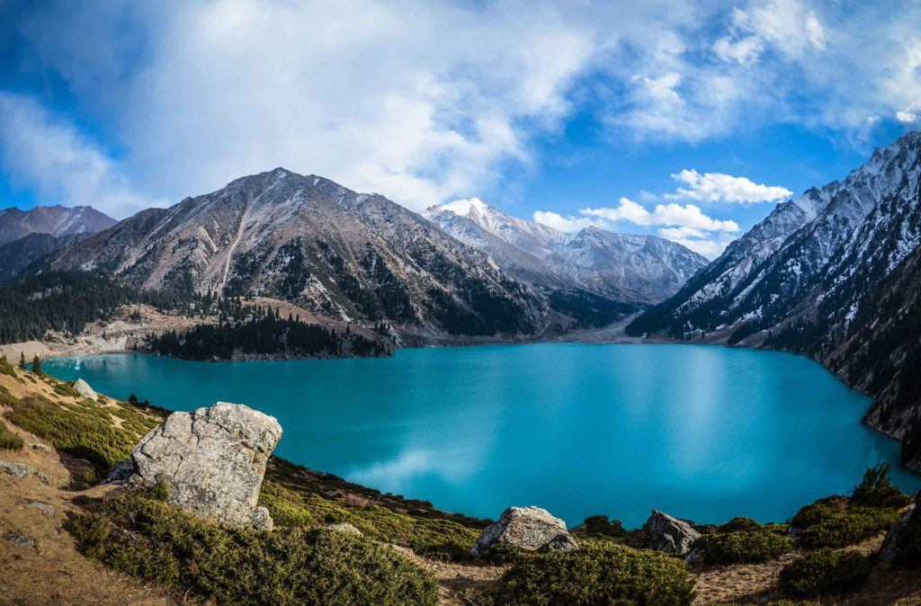 Há várias paisagens naturais como atrativos turísticos do Cazaquistão