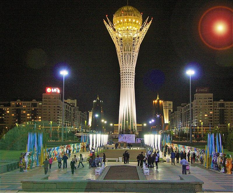 Monumentos majestosos se espalham pelas ruas da capital do Cazaquistão