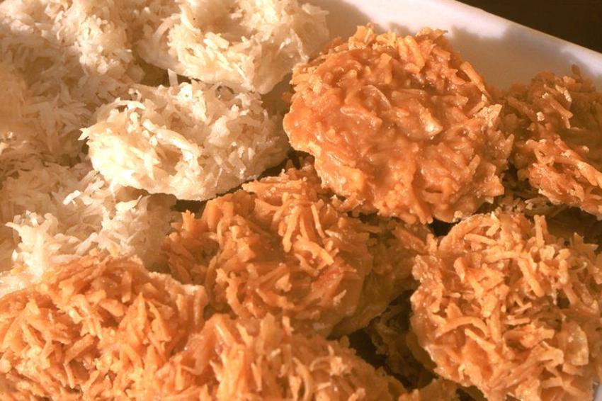 No tabuleiro da baiana tem cocada branca e preta. Quais são as comidas típicas da Bahia