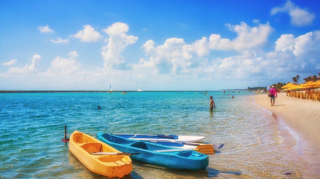 São dezenas de praias, a maioria incríveis, e fica até difícil fazer esta lista das melhores praias de Pernambuco