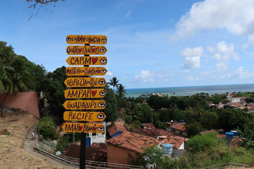 Olinda é pertinho de Recife e tem belas paisagens também