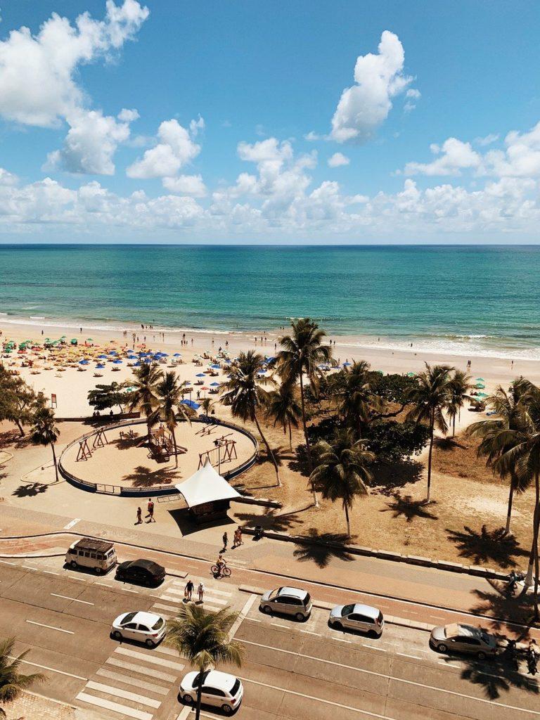 O mar azul-esverdeado torna as praias do Recife ainda mais incríveis
