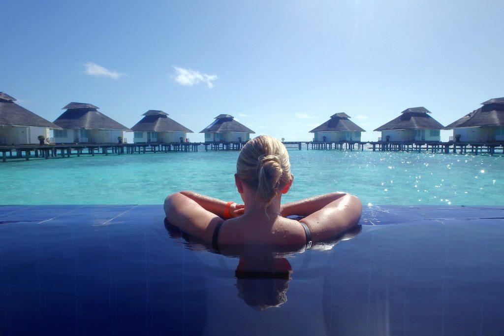 Entre as 5 curiosidades sobre as Maldivas está o fato de os hotéis 5 estrelas serem padronizados pelo governo