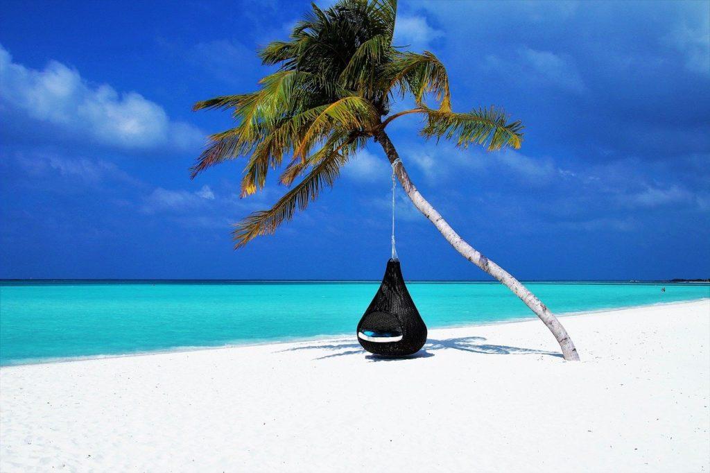 O país é formado por 26 atóis e 29% da renda vem do turismo