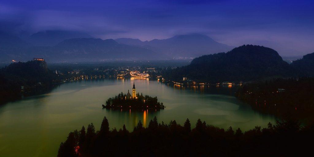 Lugares como a Eslovênia estão despontando entre os viajantes e integram a lista dos 7 lugares diferentes para visitar na Europa