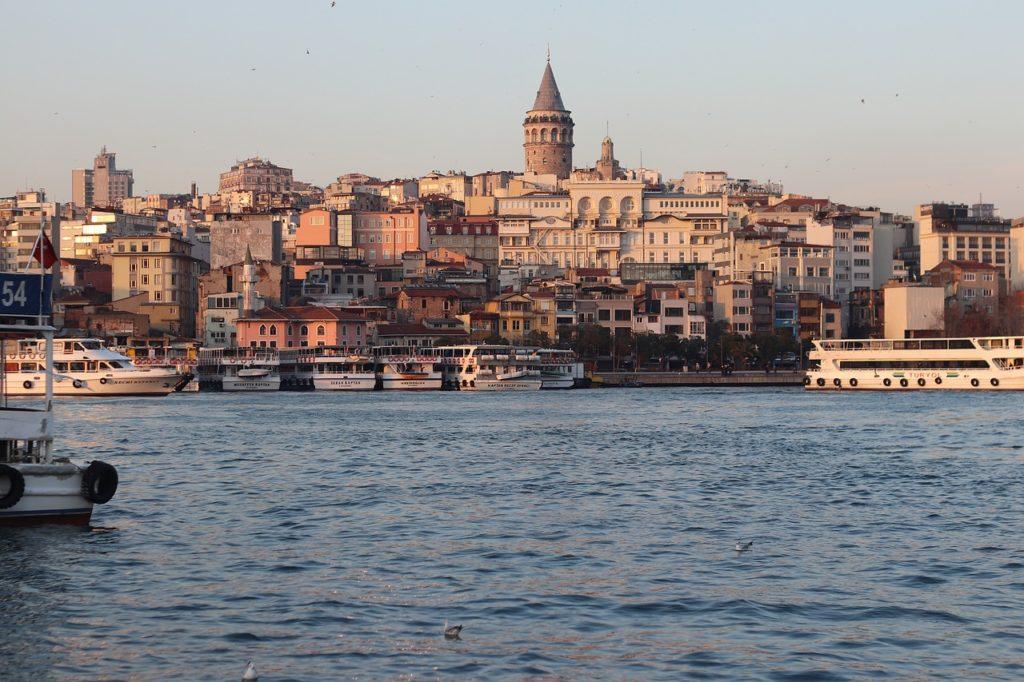 o que fazer em Istambul na Turquia: visitar a cidade que está em dois continentes