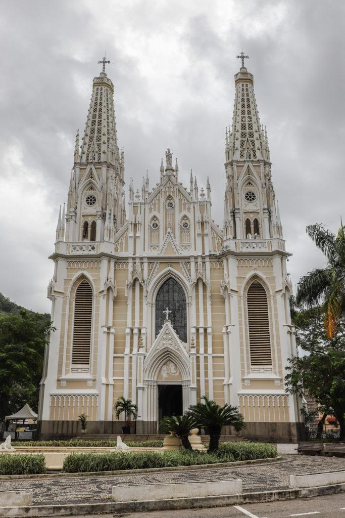 A catedral metropolitana chama os visitantes e moradores por causa de sua beleza arquitetônica