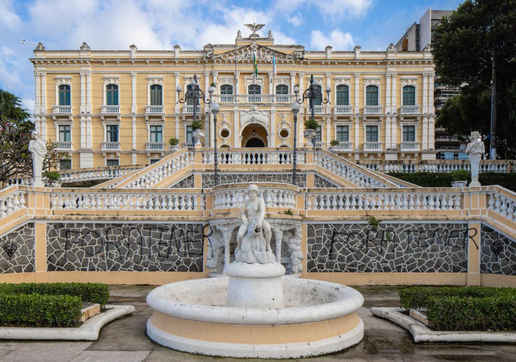 Atual sede do governo, o Palácio Anchieta tem história e está entre as coisas para se fazer em Vitória