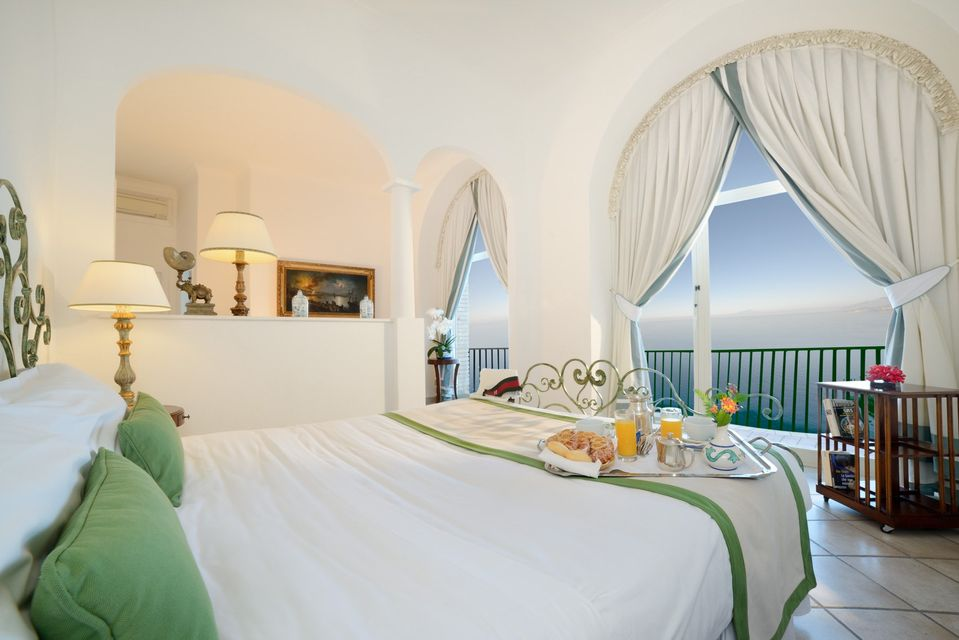Um mar de muita beleza à frente das melhores acomodações do melhores resorts da Itália