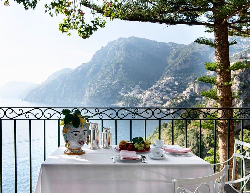 Que tal um café da manhã com esta vista?
