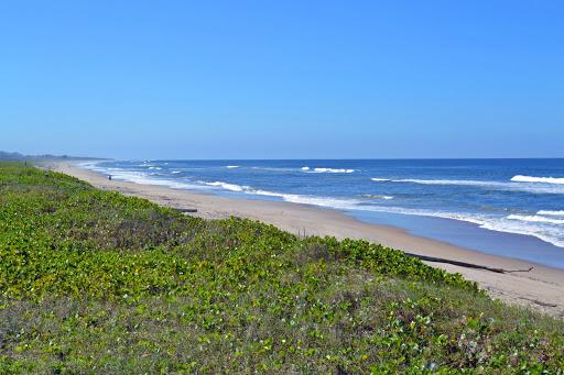 Praias como o Ervino podem ser visitadas porque são grandes e com pouca infraestrutura