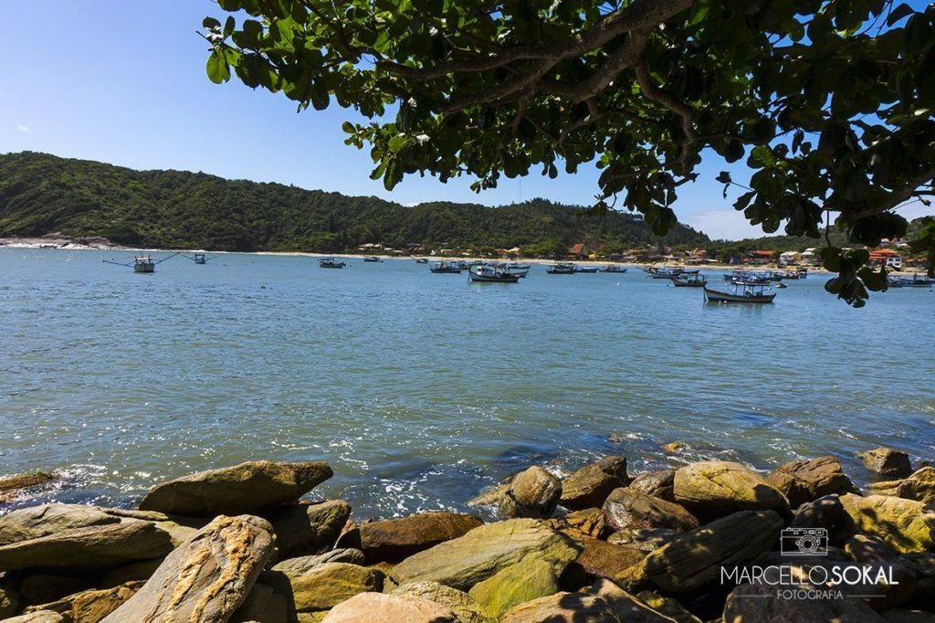 Locais como a Galhetinha, próximo à praia de São Miguel, estão na lista de praias para visitar na quarentena em SC