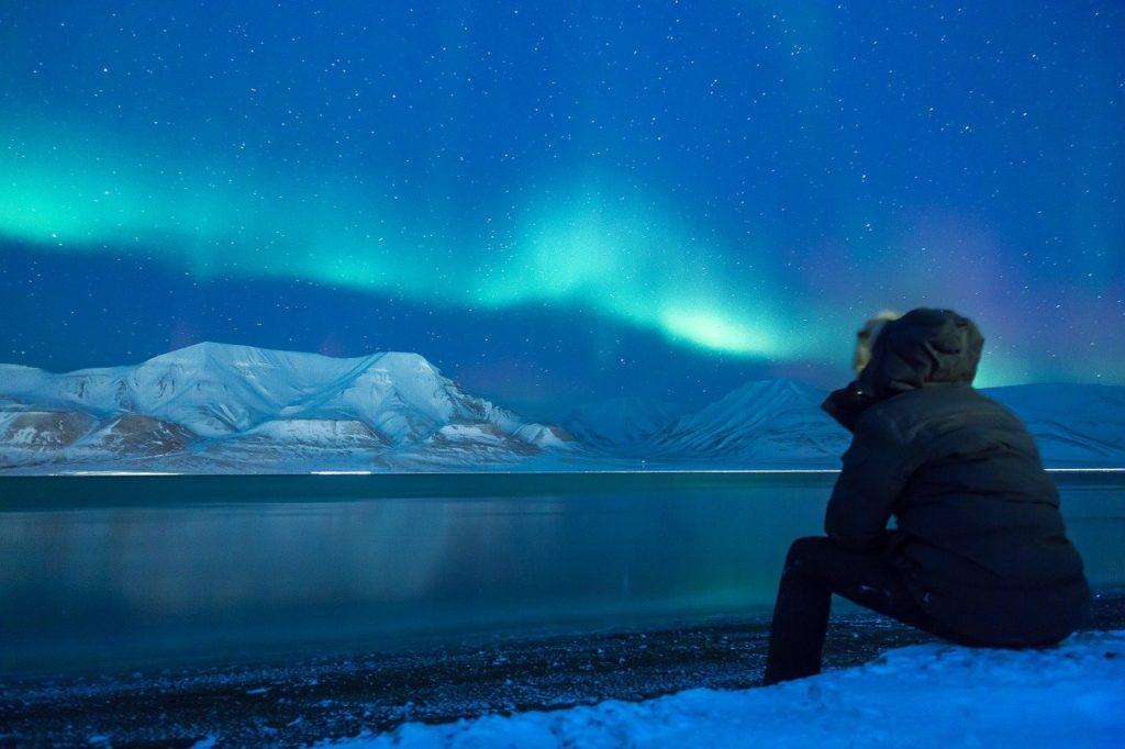 O materialismo uma reflexão sobre a vida durante uma viagem até o Alasca. Este é um dos 10 filmes sobre viagem para ver na pandemia