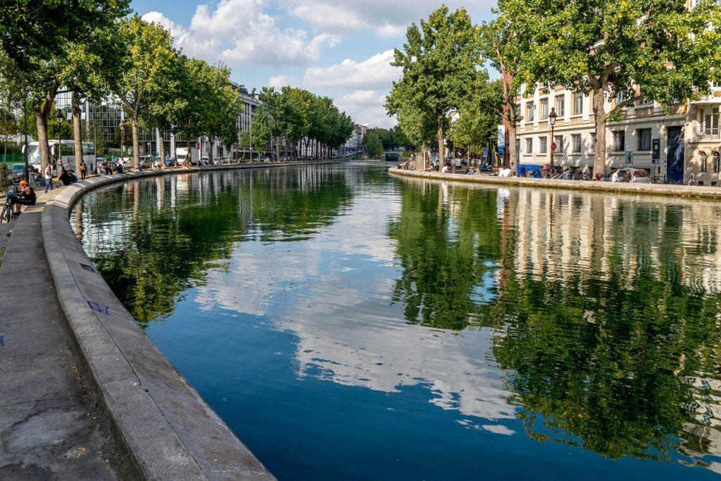 10 locais de Emily em Paris para visitar na vida real: Canal Saint Martin
