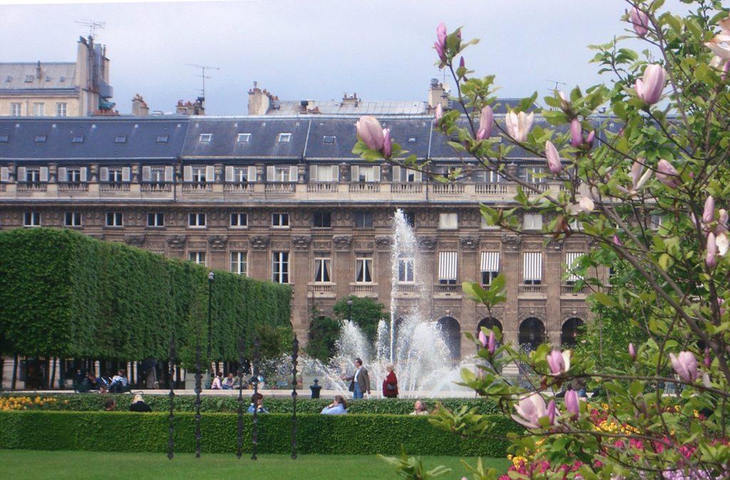 Os jardins verdejantes estão entre os 10 locais de Emily em Paris para visitar na vida real