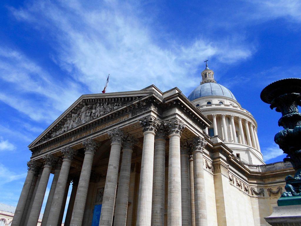 Personalidades francesas estão enterradas no Panteão, local que também aparece na série da Netflix