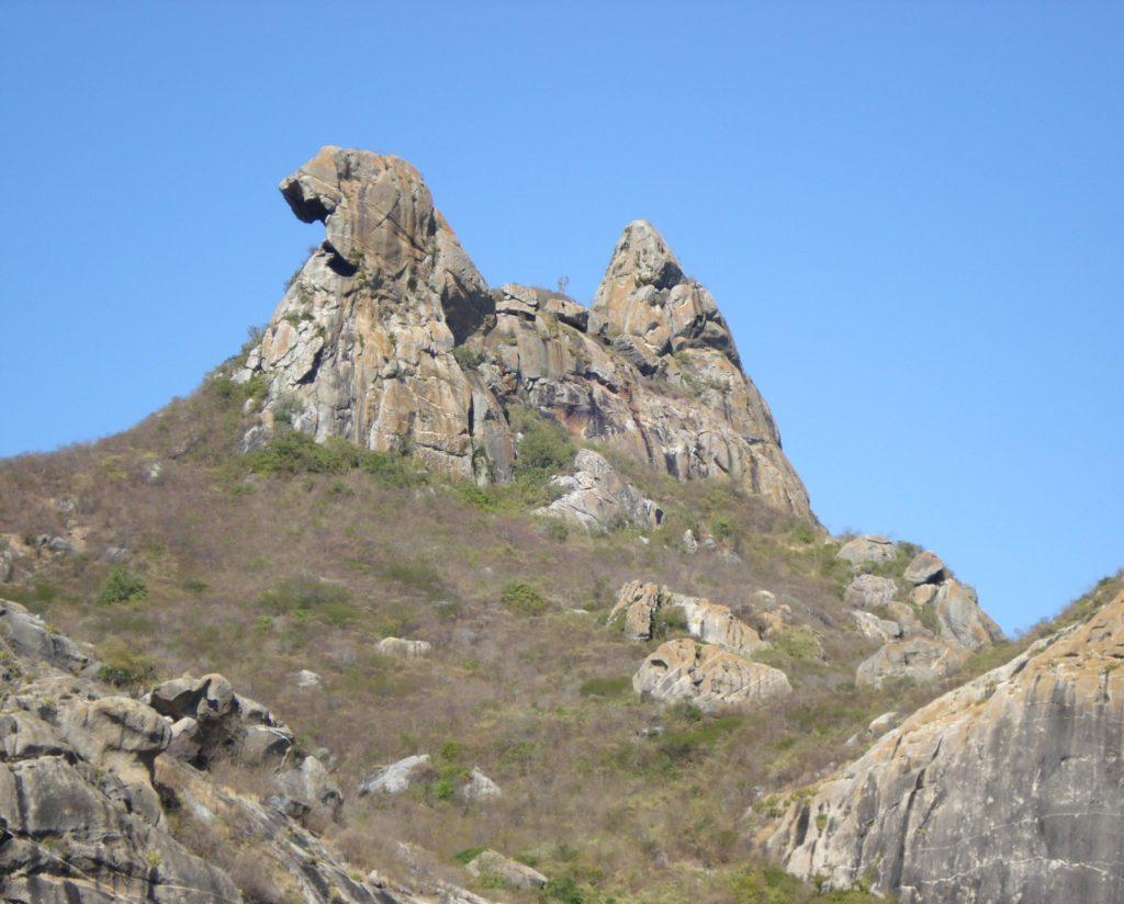 A Pedra da Galinha Choca é um dos monumentos do Ceará