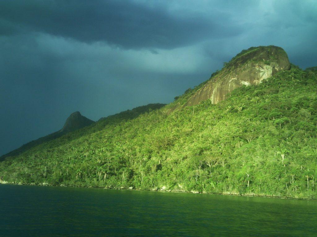 Coisas legais para fazer em Paraty: visitar o Saco do Mamanguá