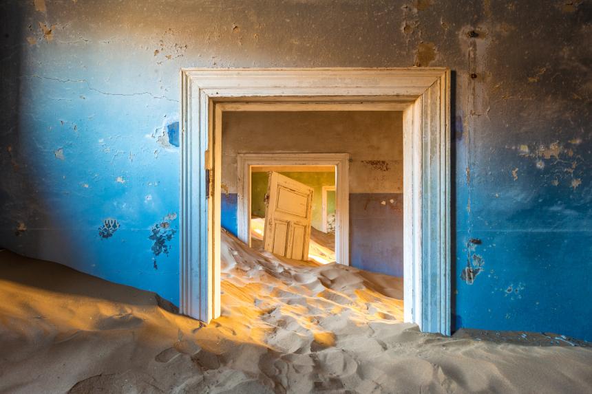 Parece obra de arte, mas é cenário real de lugar abandonado na Namíbia
